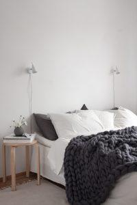 decor-dots-chambre-avec-couverture-en-maille