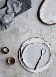 house-doctor-assiettes-en-ceramique-blanc-et-terre